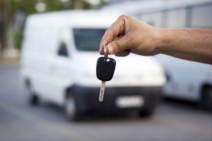 kluczyki do auta na wynajem z wypozyczalni