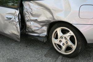 stluczka samochodu po wypadku