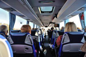 wynajem busa z kierowca miejsa siedzace pasazerow