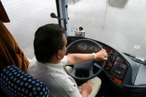 wynajem busa z kierowca w warszawie na wyjazd grupowy